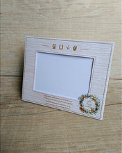 Cardboard frame for paw print