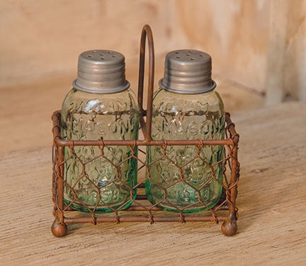 MASON JAR SALT AND PEPPER SHAKERS IN RUSTIC CHICKEN WIRE HOLDER - Avenue of Oaks Decor