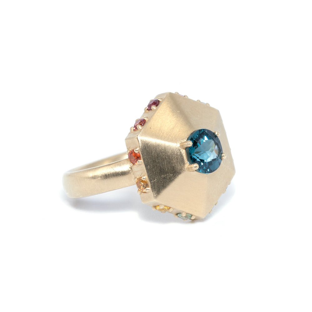 gold-pointed-hexagon-ring-topaz