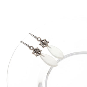 Load image into Gallery viewer, white-moonstone-silver-spoked-hexagon-earrings