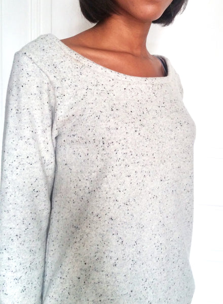 "Couture d'un sweat ""Octobre"" gris"
