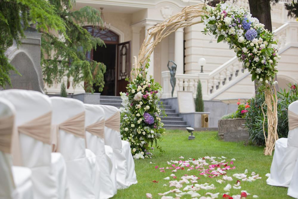 Top 5 must-have wedding decorations