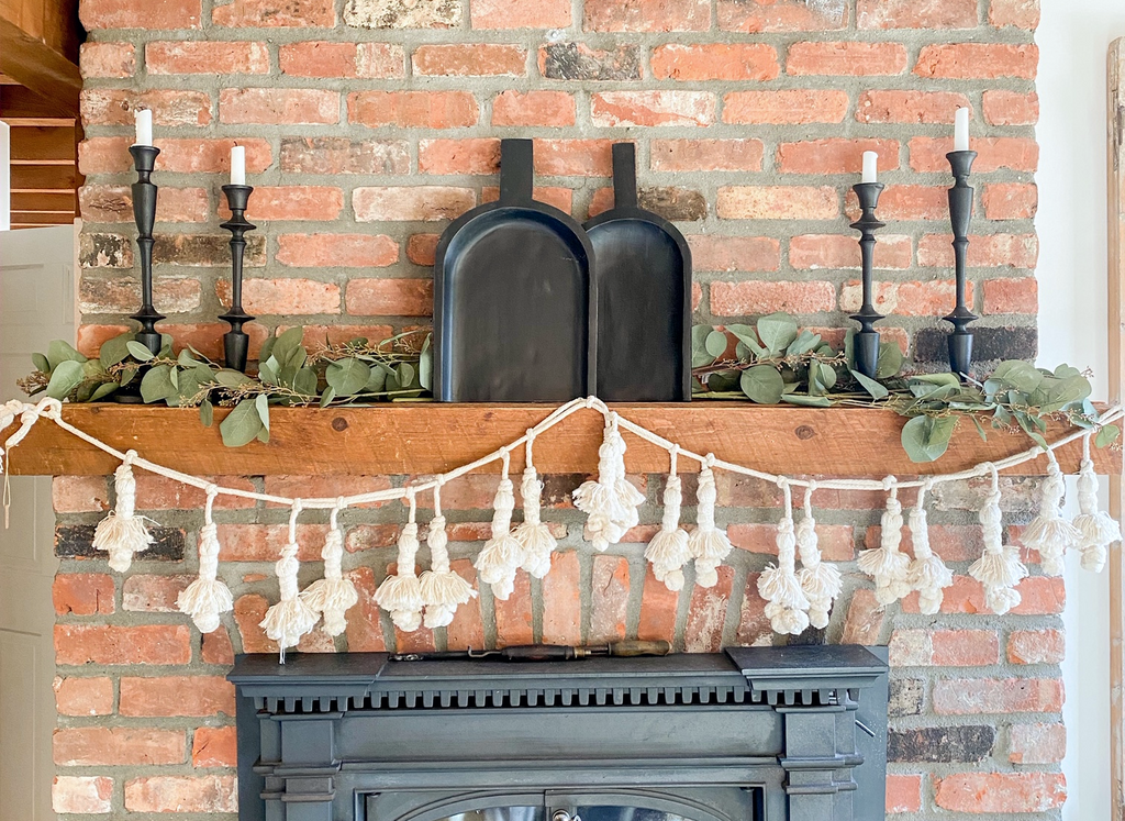 Cozy and Simple Farmhouse Mantel Decorating