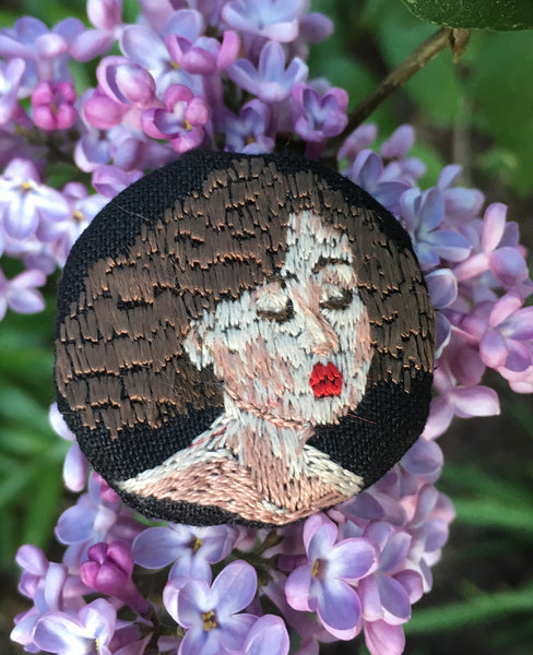 "Brooch ""Kiss me"""
