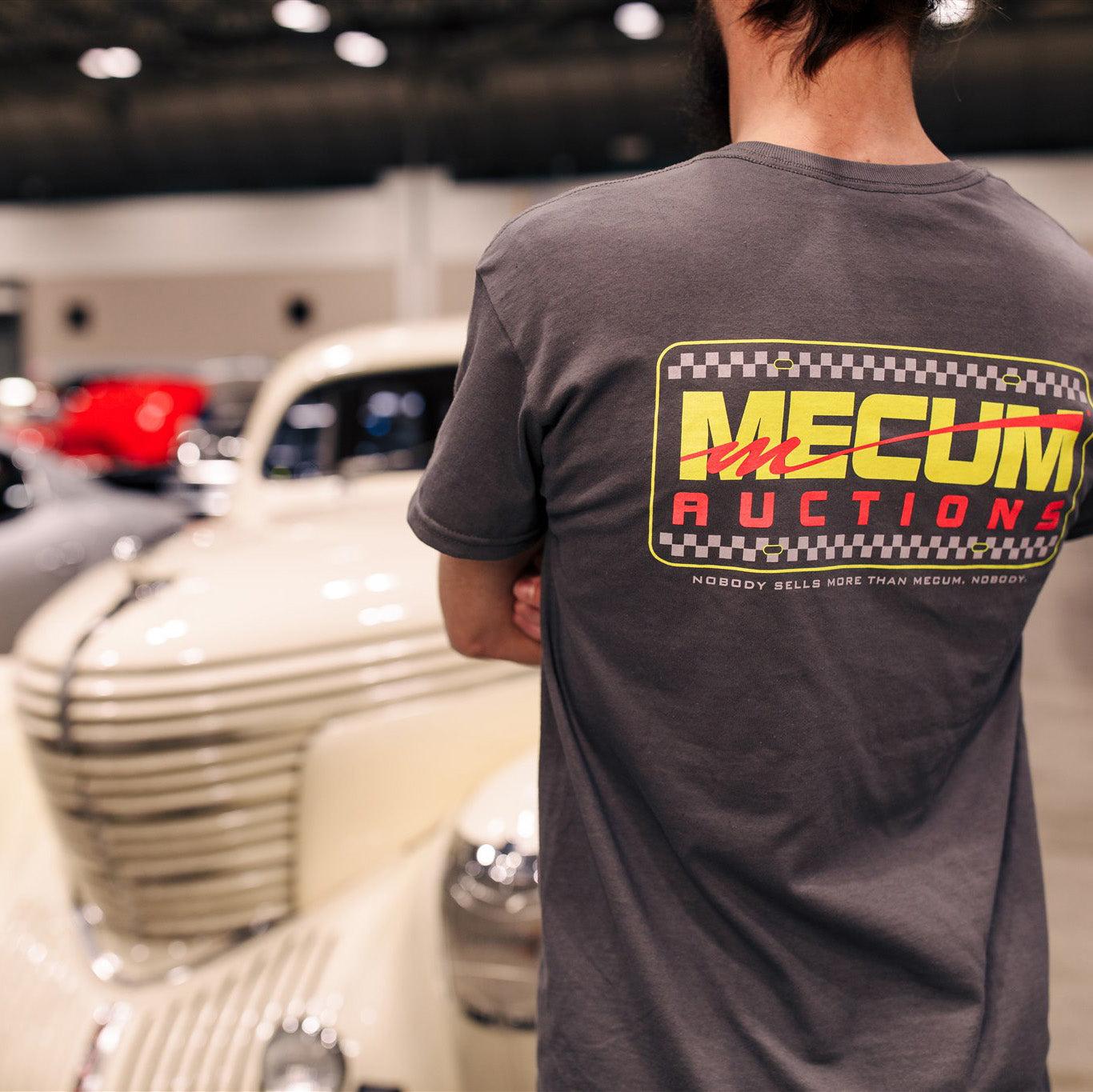 Man wearing 2020 Mecum Men's Fresh Logo T-Shirt