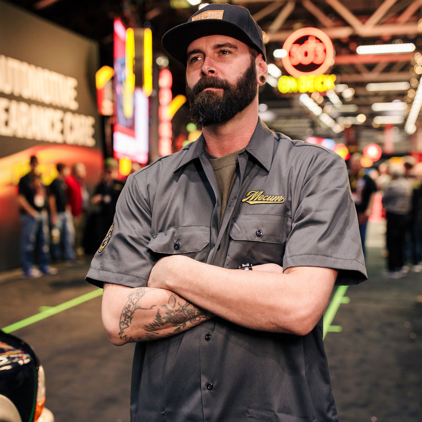 Man wearing 2020 Mecum Men's Gray Shift Work Shirt