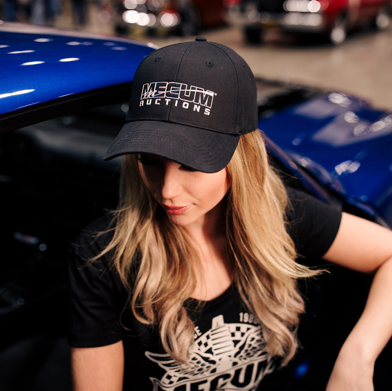 Woman wearing 2020 Mecum Women's Axle Hat
