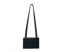 BLACK ESSENTIALS BAG