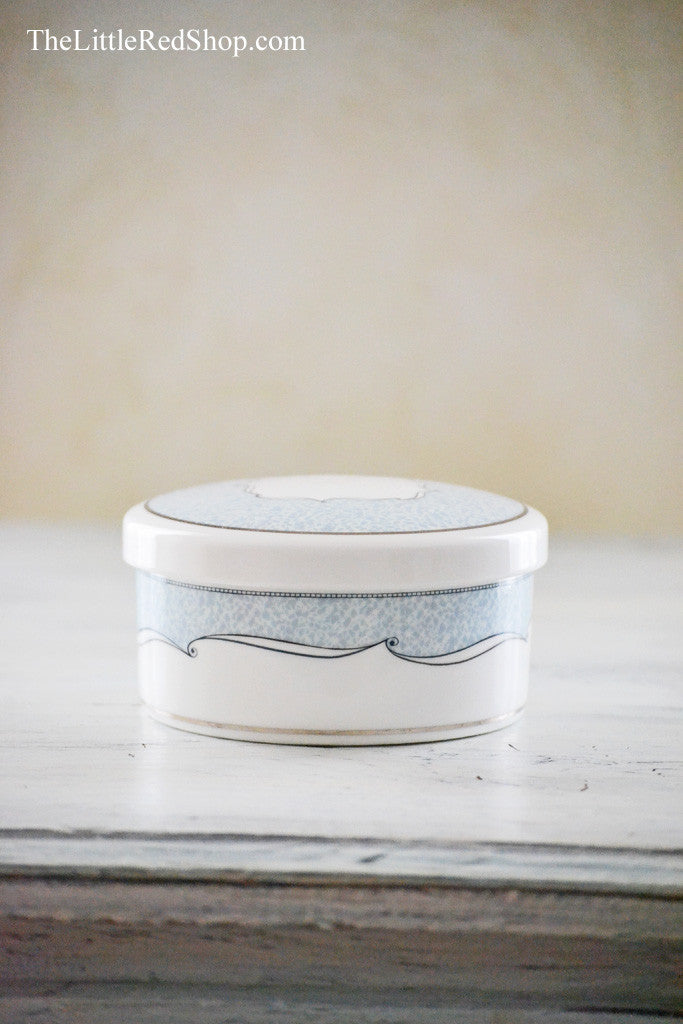 Elegant Blue and White lidded Wedgwood Venice Ring Box