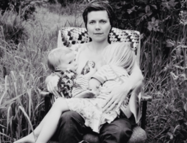 13 Beautiful Tandem Breastfeeding Photos