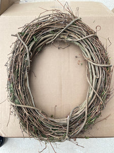 "16"" Oval Grapevine Wreath - DecoExchange"