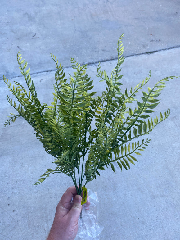 SMALL PLASTIC FERN BUSH X 7  19H - DecoExchange