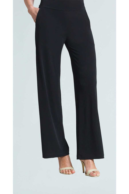 The Wide Leg Pocket Pant from Clara Sunwoo offers a loose straight leg silhouette and is made from Clara Sunwoo's signature ultra light weight, soft blend fabric.