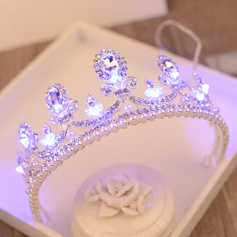 2017 New Baroque Style Light Crowns Glitter Imitation Pearls Queen Princess Tiara Bride Glowing Crown Girls Party Hair Accessory
