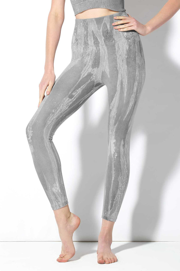 Crackle V-Back 7/8 Legging in Granite Crackle Wash