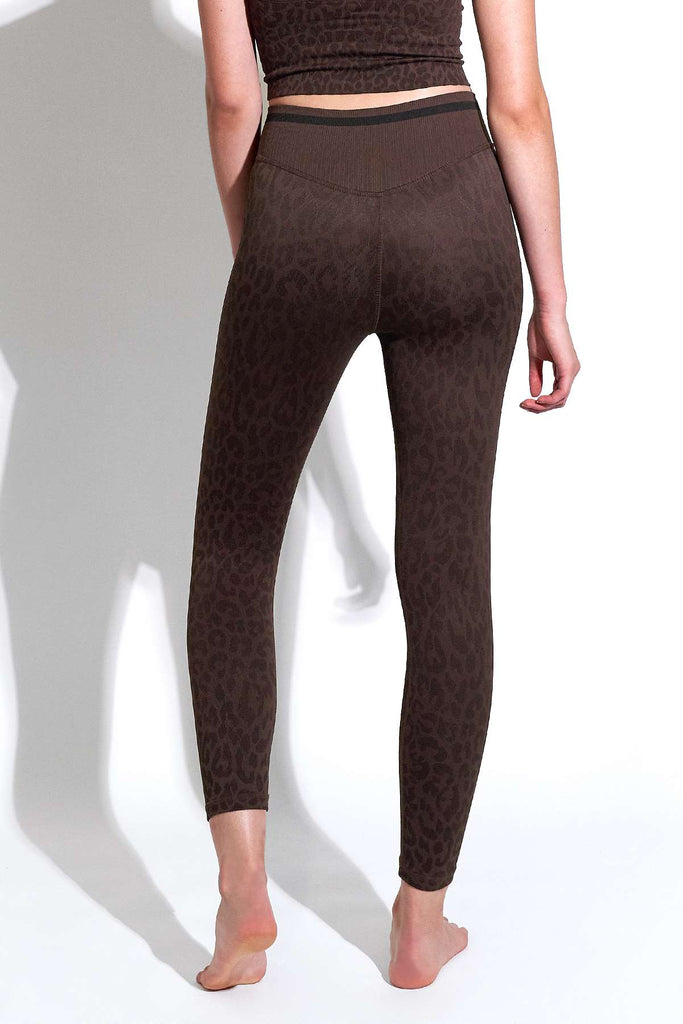 Leo Stripe V-Back 7/8 Legging in Chocolate Plum