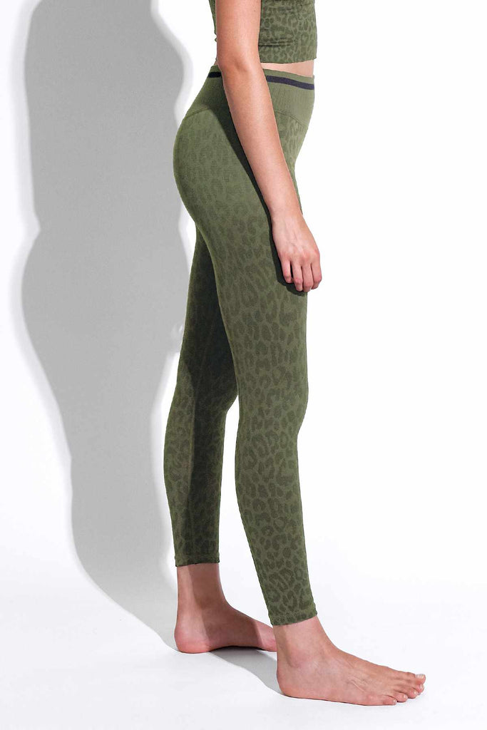 Leo Stripe V-Back 7/8 Legging in Grape Leaf
