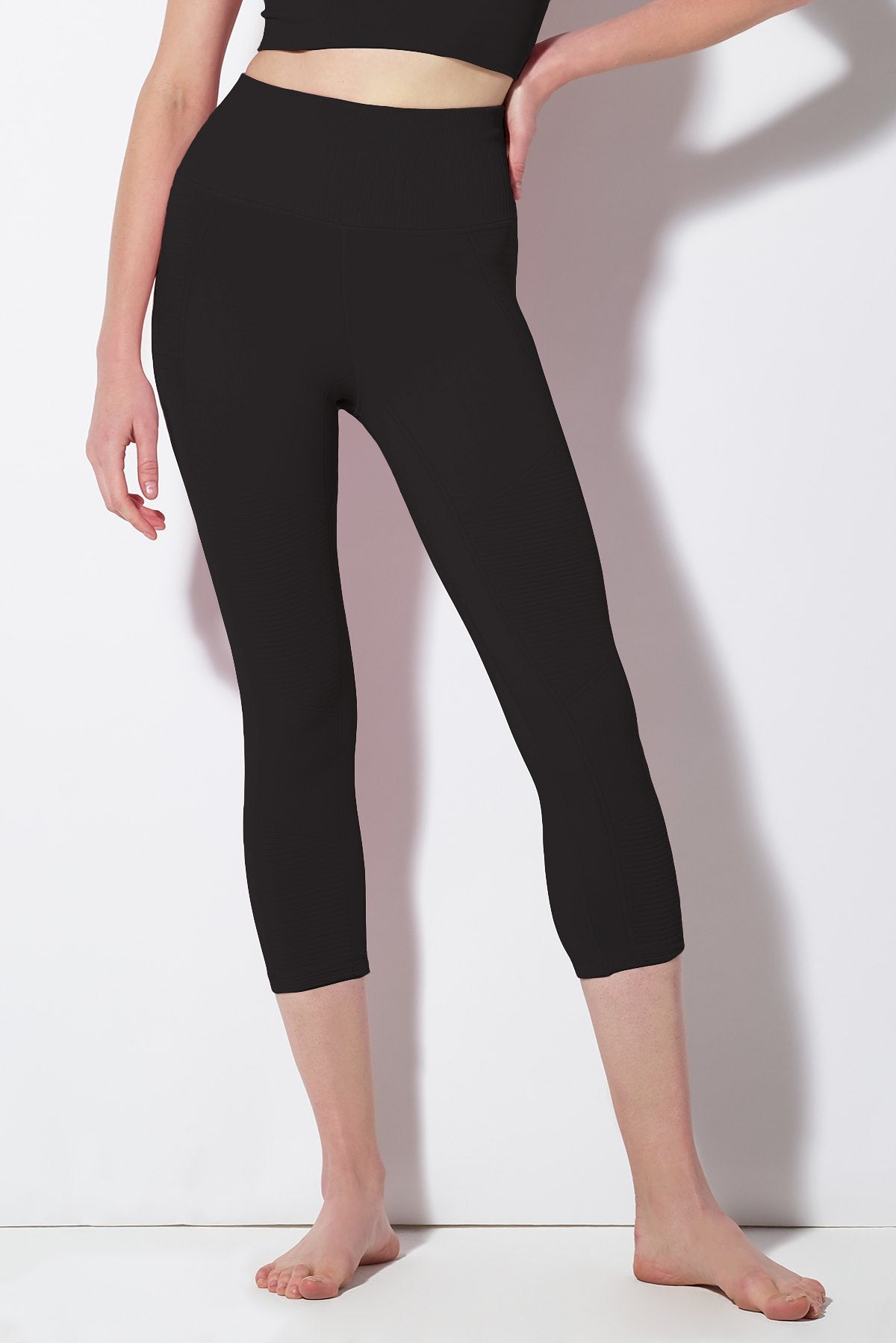 Mid Rise Phoenix Fire Capri in Black