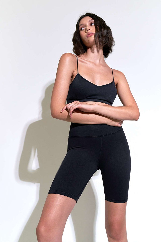 Mid Rise Universal Bike Short in Black