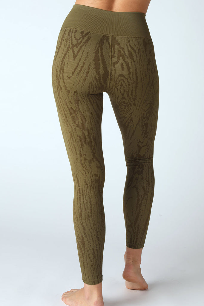 Willow Wood Grain Legging in Roasted Olive