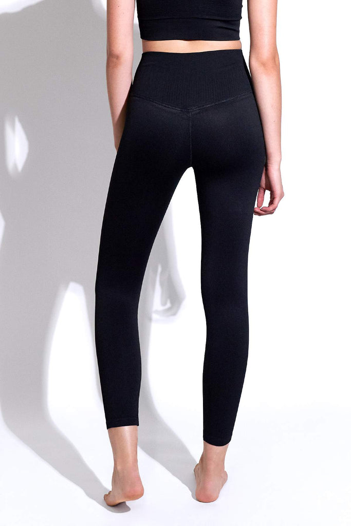 Selina Shiny Rib V-Back 7/8 Legging in Black