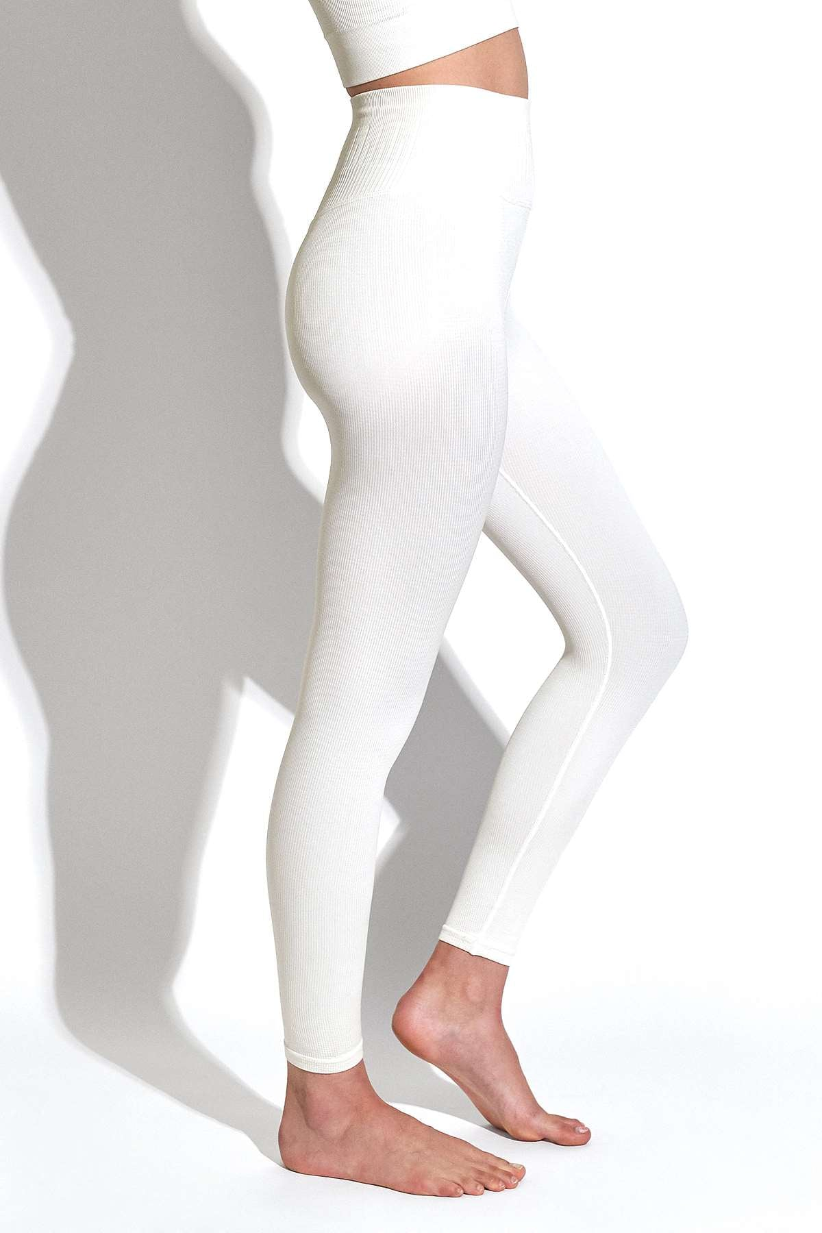 Selina Shiny Rib V-Back 7/8 Legging in White Sand