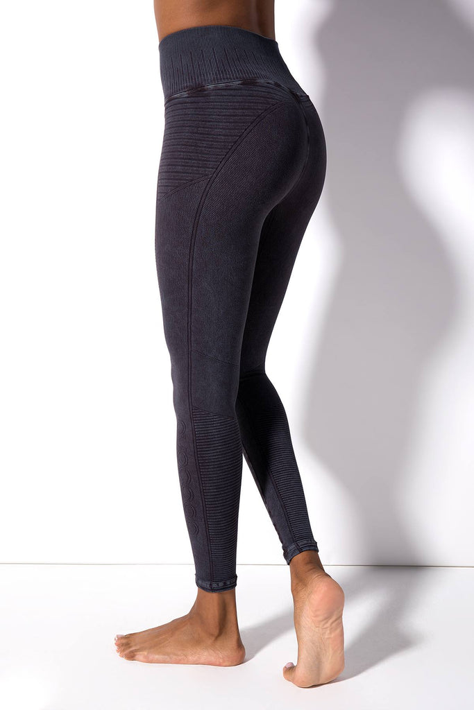 Mid Rise Phoenix Fire Legging in Vintage Black