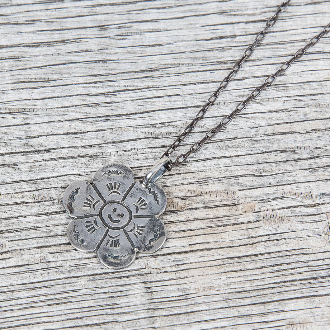 Munqa Newtive Flower Silver Necklace