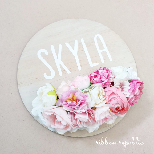 Personalised name plaque. Pink & White.