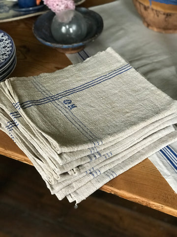 Early 20th century Hungarian organic linen napkins