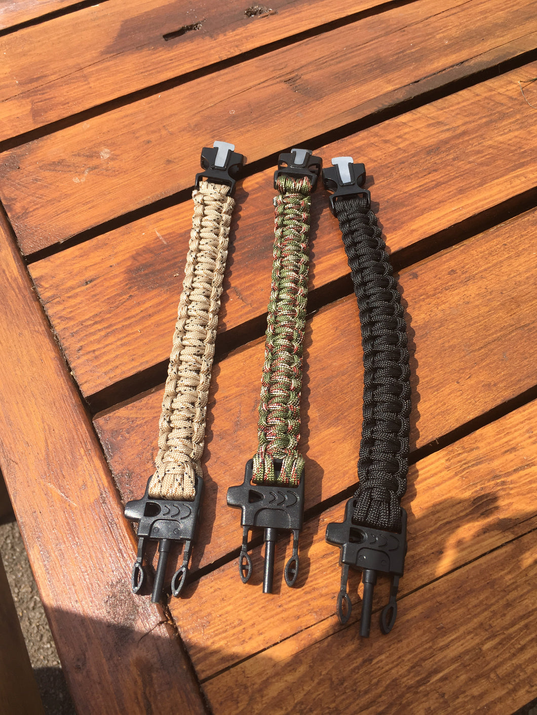 Bushcraft paracord bracelet with fire steel