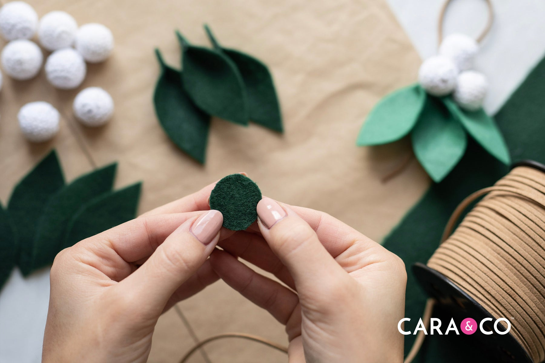 Easy felt DIY christmas ornament