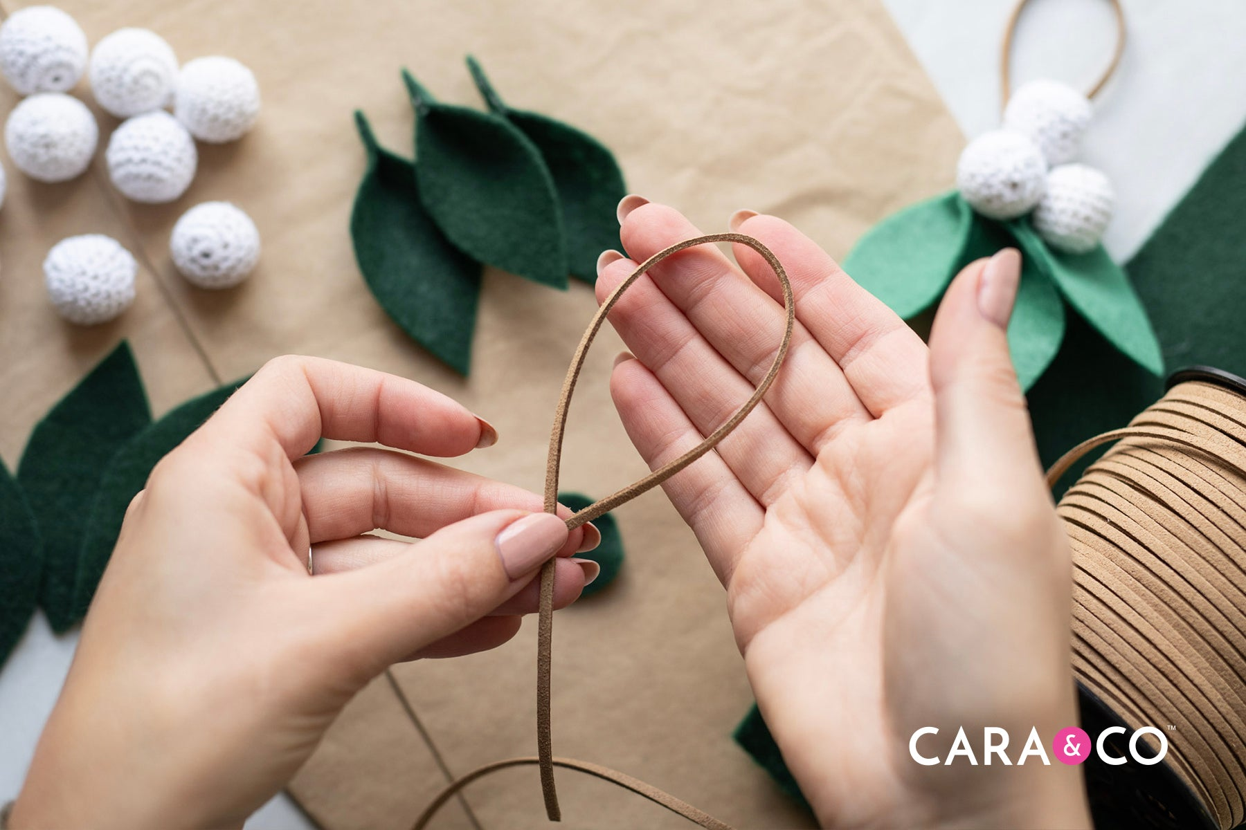 Minimalist DIY Christmas ornament - DIY felt ornament