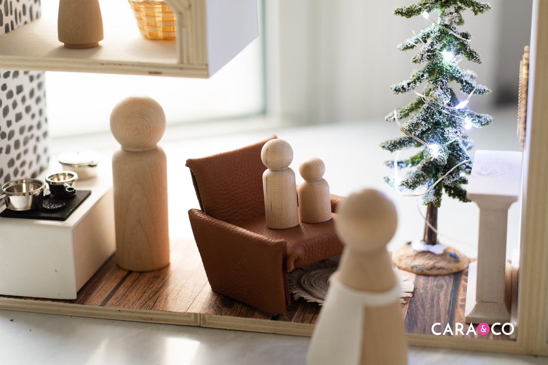 DIY dollhouse Christmas gift idea with peg people