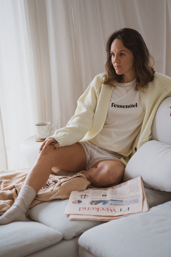 This tee is a tribute to what is essential to us. A true staple that reminds us to think carefully about the way we live and focus on what is really important. Perfectly cut in organic cotton in our brand's signature off-white, the l'essentiel tee is that effortlessly cool piece that will stand the test of time. With a classic crewneck, slightly oversized, this tee has a straight and comfortable cut, just like the t-shirt you borrow from your other half.