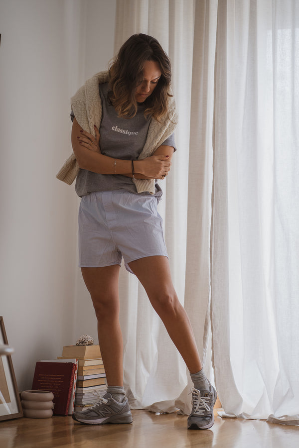 Designed with a regular straight cut and made of organic cotton, the classique t-shirt is the perfect piece that adds a twist to a simple and casual look, when you are working from home or for those lazy days when you just want to lay on your couch. With the sleeves rolled up, this grey tee with printed white letters goes up with everything, like a true staple. Because every woman needs a classique t-shirt, right?