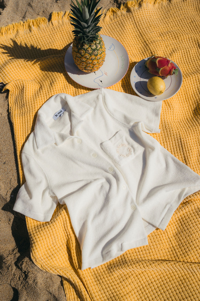 With a distinctly retro vibe thanks to its relaxed collar and a chest pocket, perfect for your sunglasses, this shirt is made from 100% organic cotton towelling that's quick-drying and soft on bare skin.