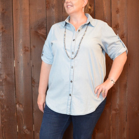 CHAMBRAY 3/4 ROLLED SLEEVE BUTTON UP TOP
