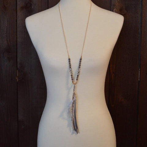 GREY CRYSTAL NECKLACE WITH TASSEL