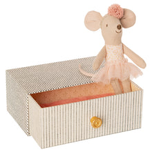 Load image into Gallery viewer, Maileg Dancing mouse in daybed, Little sister