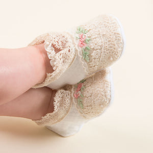 Chloe Layette Set - Booties
