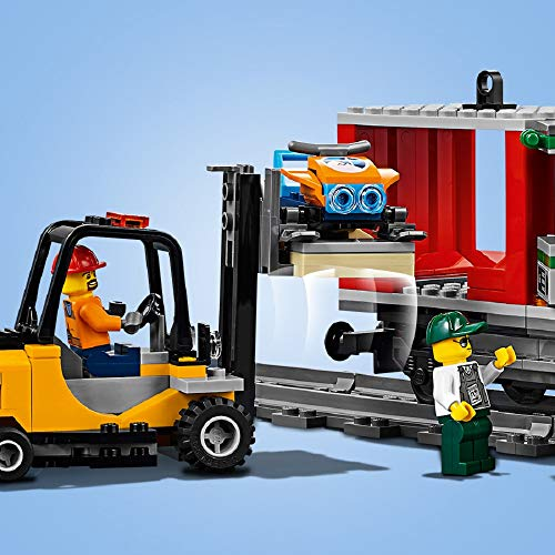 LEGO 60198 - CITY CARGO TRAIN - MINIFIGURES AND ACCESSORIES