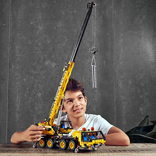 LEGO - TECNIC CRANE - Child playing