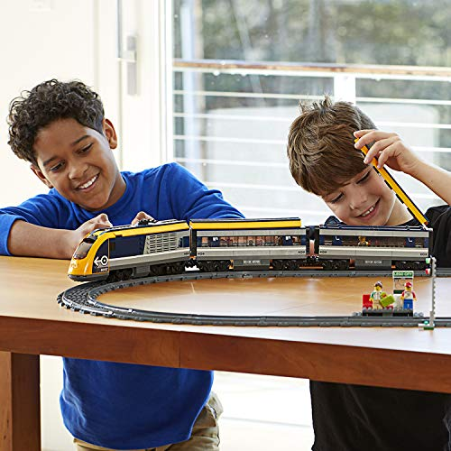 LEGO - CITY PASSENGER TRAIN SET - CHILDREN PLAYING PLATFORM