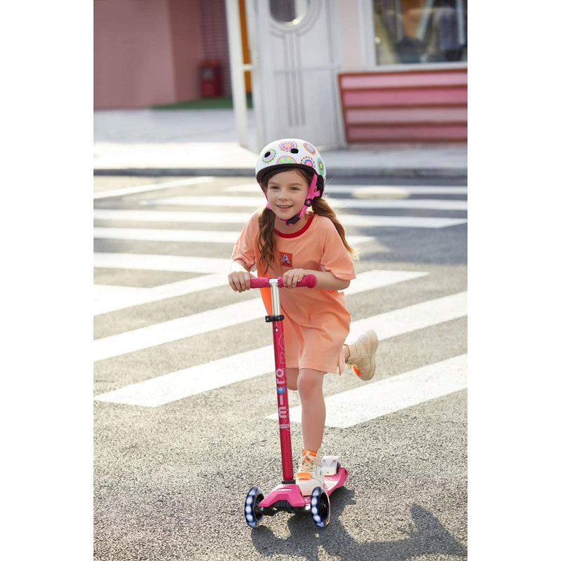 Maxi Deluxe LED Pink Scooter child scooting
