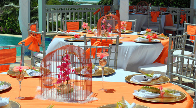 This Tablescape Will Take Your Pool Luau to the Next Level