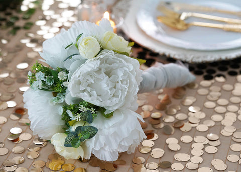 gold and white table decorations