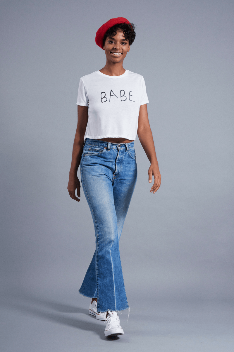 Babe Boxy Tee - Vibrate Higher; white
