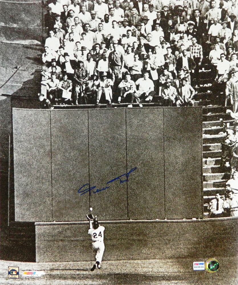 Willie Mays Signed San Francisco Giants World Series B&W 'The Catch' 16x20 Photo (PSA/DNA) PSM-Powers Sports Memorabilia