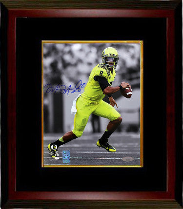 Marcus Mariota signed Oregon Ducks 8X10 Spotlight Photo Custom Framing #8- Mariota & Tri-Star Holograms (Heisman 2014) PSM-Powers Sports Memorabilia
